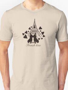French Bulldog kissing in Paris Unisex T-Shirt
