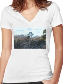 SNOWY MOUNTAIN Women's Fitted V-Neck T-Shirt