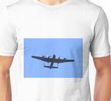 Avro Lancaster Bomber (Lancaster Bomber) in fly Unisex T-Shirt