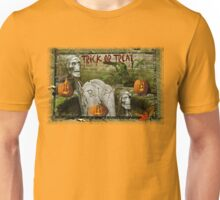 Trick or Treat on Spooky Halloween! Unisex T-Shirt