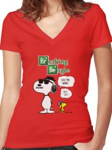 Breaking Beagle Women's Fitted V-Neck T-Shirt