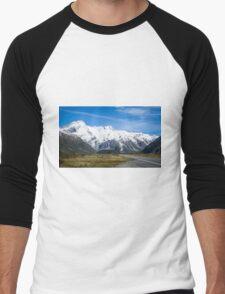 A vista to Mount Cook National Park  Men's Baseball ¾ T-Shirt