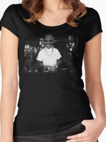 Future Design Women's Fitted Scoop T-Shirt