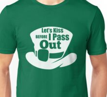 St. Patricks Day: Let's kiss before I pass out Unisex T-Shirt