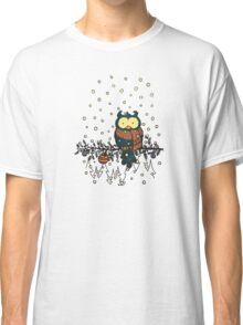 Owl in the snow v2 Classic T-Shirt