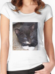 KITTY IN A CORNER Women's Fitted Scoop T-Shirt