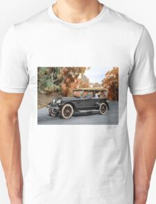 Colorized 1920  Haynes Touring Car with passengers  Unisex T-Shirt