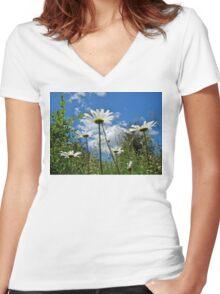 Oxeye Daisies Wildflowers - Leucanthemum vulgare Women's Fitted V-Neck T-Shirt