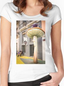 Don't look now, he's playing again Women's Fitted Scoop T-Shirt