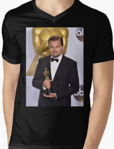 Leonardo DiCaprio with the Oscar (2) Mens V-Neck T-Shirt