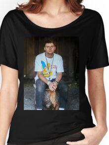 Mac DeMarco on a Stump Women's Relaxed Fit T-Shirt