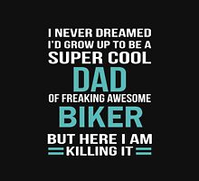 I NEVER DREAMED I'D GROW UP TO BE A SUPER COOL DAD OF FREAKING AWESOME BIKER BUT HERE I AM KILLING IT Unisex T-Shirt
