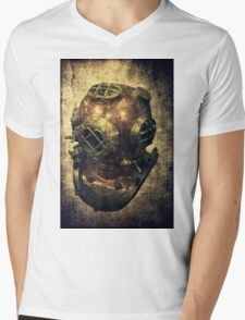 DEEP SEA DIVING HELMET GRUNGE Mens V-Neck T-Shirt