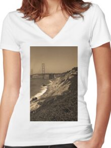 San Francisco - Golden Gate Bridge Women's Fitted V-Neck T-Shirt