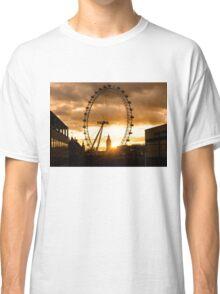 Framing a London Sunset Classic T-Shirt