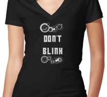 Don't Blink / Weeping Angel Women's Fitted V-Neck T-Shirt