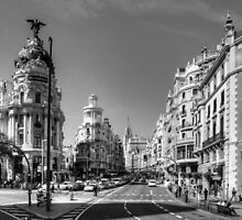 The end of the Calle de Alcalá B&W by Tom Gomez