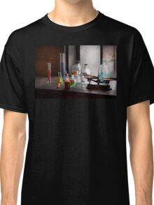 Science - Chemist - Chemistry Equipment  Classic T-Shirt