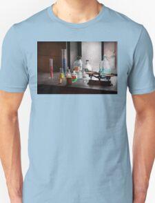 Science - Chemist - Chemistry Equipment  Unisex T-Shirt