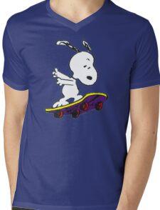 Snoopy skate Mens V-Neck T-Shirt