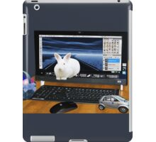 ❤‿❤ COMPUTER BUNNY HOPPING OUT TO SAY HAPPY EASTER TO ALL❤‿❤ iPad Case/Skin