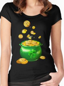St. Patrick`s Day shiny green pot Women's Fitted Scoop T-Shirt