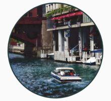 Chicago IL - Motorboat Near Dearborn Street Bridge Kids Tee