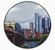 Pittsburgh PA - Pittsburgh Skyline by Smithfield Street Bridge Kids Tee
