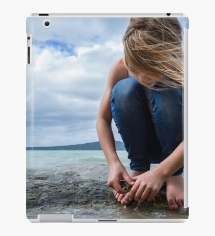 raising giants iPad Case/Skin