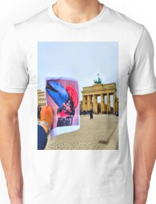 Kimono Whale in Berlin Unisex T-Shirt