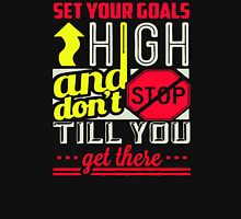 Set your goals high and dont stop till you get there Unisex T-Shirt