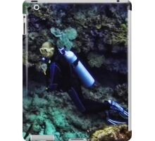 SCUBA DIVING - A WHOLE NEW WORLD UNDERWATER - VARIOUS APPAREL iPad Case/Skin
