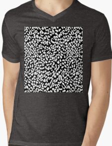 Leopard dots Mens V-Neck T-Shirt