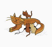 Momma Cat feeding her kittens Kids Tee