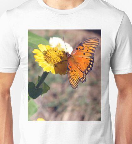 BEAUTIFUL ORANGE BUTTERFLY GATHERING NECTAR Unisex T-Shirt