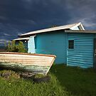 Boat and shed by Hans Kawitzki