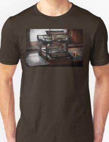 Steampunk - Typewriter - A really old typewriter  T-Shirt