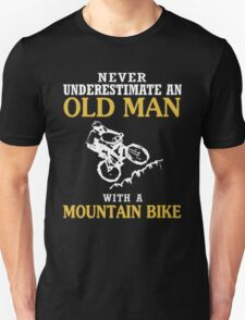 NEVER UNDERESTIMATE AN OLD MAN WITH A MOUNTAIN BIKE T-Shirt T-Shirt