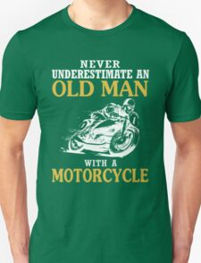 NEVER UNDERESTIMATE AN OLD MAN WITH A MOTORCYCLE T-Shirt T-Shirt