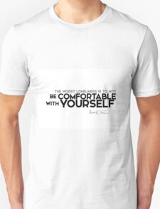 comfortable with yourself - mark twain Unisex T-Shirt