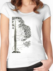 Single Pine, a symbol of longevity Women's Fitted Scoop T-Shirt