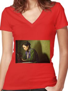She Sews into the Night Women's Fitted V-Neck T-Shirt