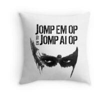 Jomp Em Op En Yu Jomp Ai Op [Attack her and you attack me] (Lexa The 100) Throw Pillow