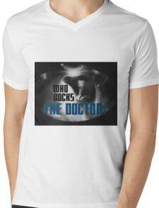 Who rocks? - The Doctor! Mens V-Neck T-Shirt