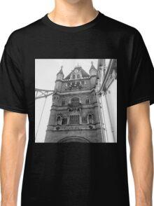 tower bridge Classic T-Shirt