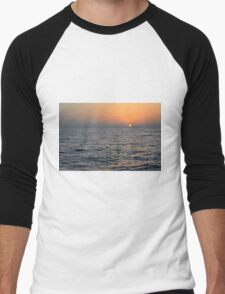Sunset at the sea. Men's Baseball ¾ T-Shirt