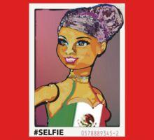 SENORA ALMA: LATINA BARBIE #SELFIE Kids Tee