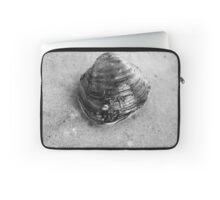 Clam Up - Black and White Laptop Sleeve