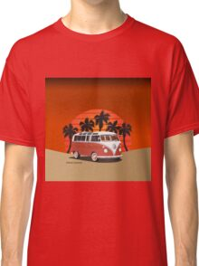 21 Window VW Bus Red Surfboard on the Beach Classic T-Shirt