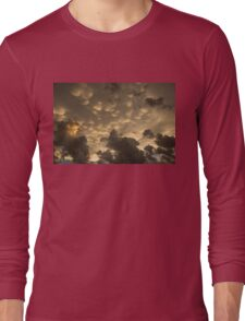 Phenomenal Sky - Extraordinary Mammatus Clouds at Sunset Long Sleeve T-Shirt